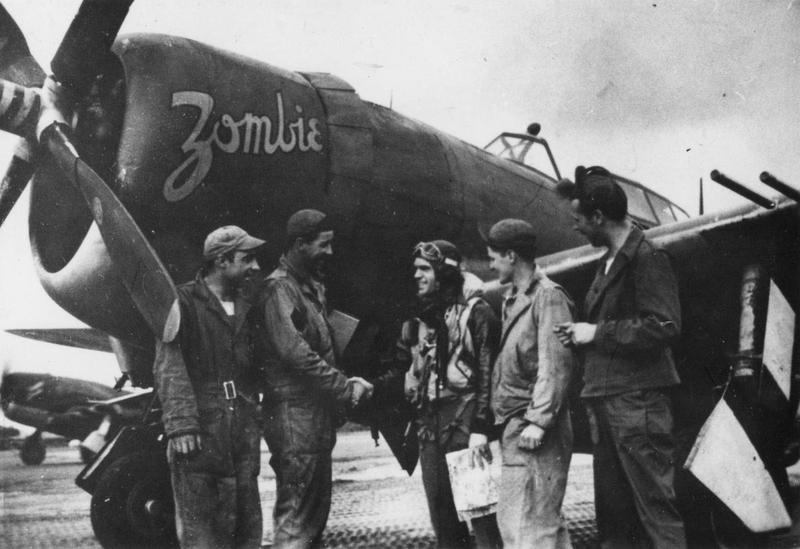Ground crew of the 356th Fighter Group congratulate the pilot of a P-47 Thunderbolt nicknamed