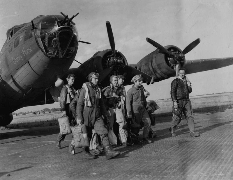 A bomber crew of the 303rd Bomb Group with their B-17 Flying Fortress (serial number 42-29571) nicknamed