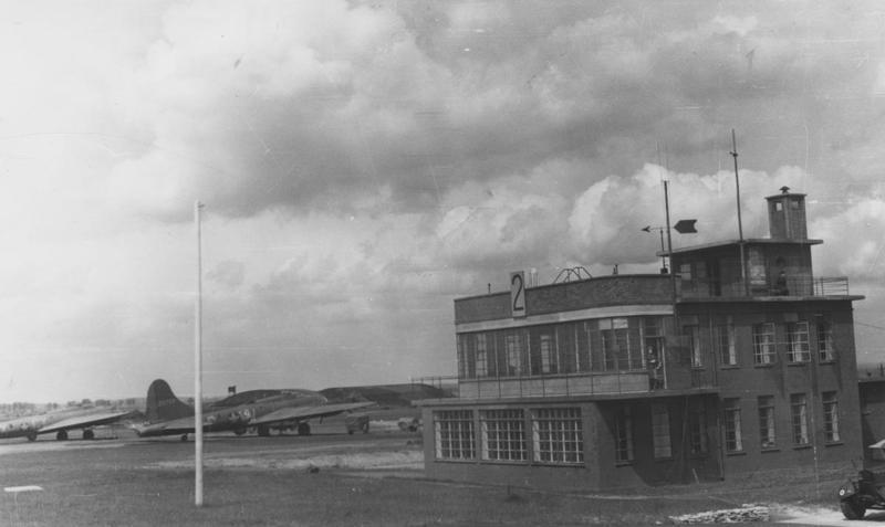 The control tower at RAF Colerne. A B-17 Flying Fortress (WW-G, serial number 42-5729 later nicknamed