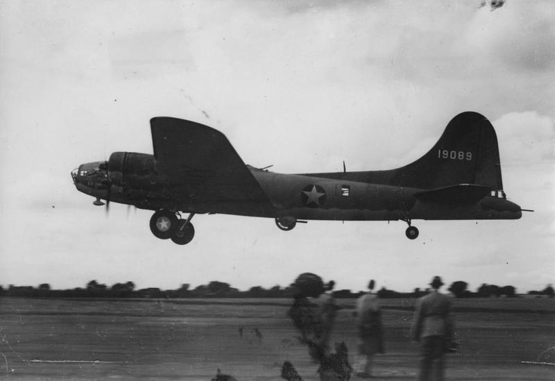 A B-17 Flying Fortress (serial number 41-9089) nicknamed