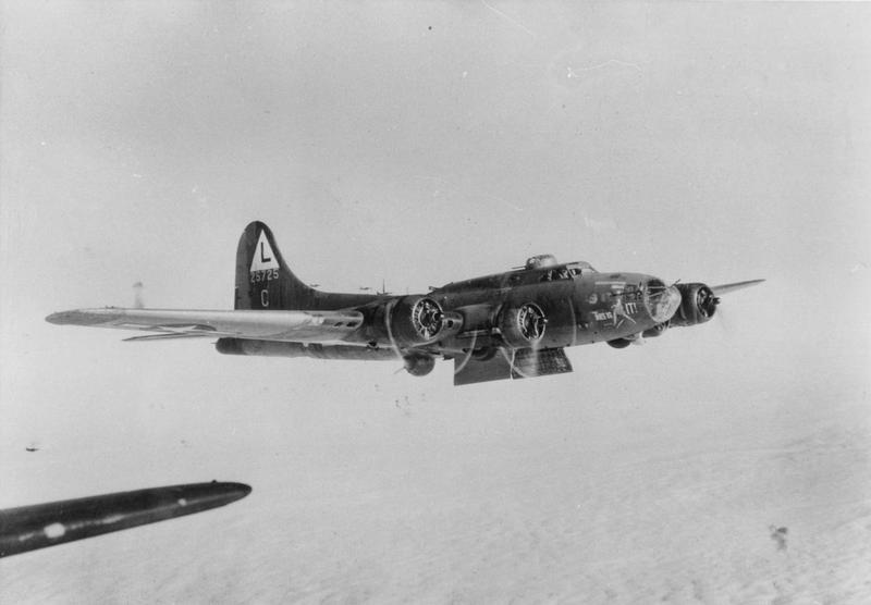 A B-17 Flying Fortress (serial number 42-5725) nicknamed