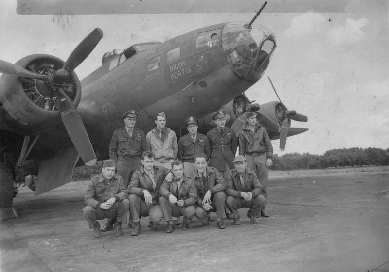A bomber crew of the 305th Bomb Group with their B-17 Flying Fortress nicknamed