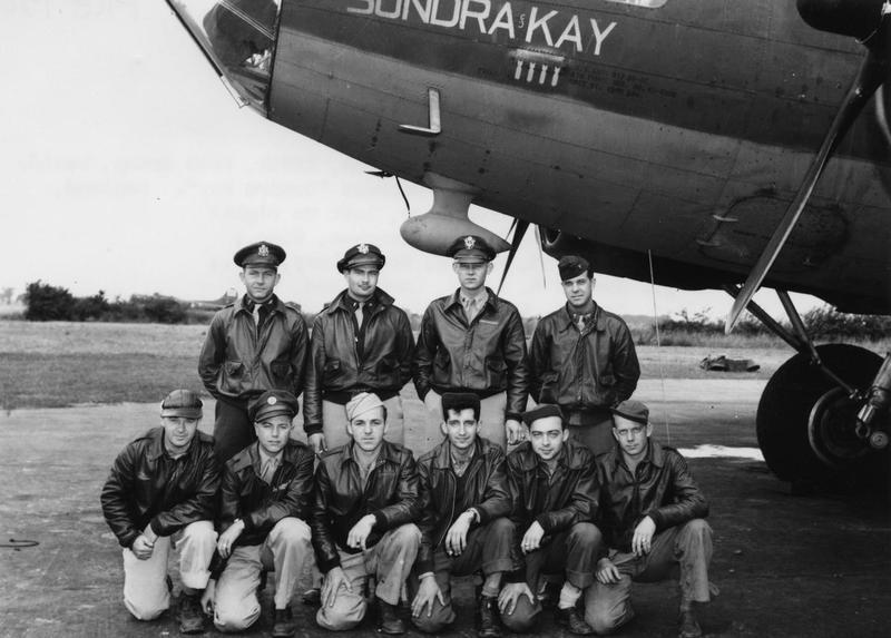 A bomber crew of the 388th Bomb Group with their B-17 Flying Fortress (serial number 42-5906) nicknamed