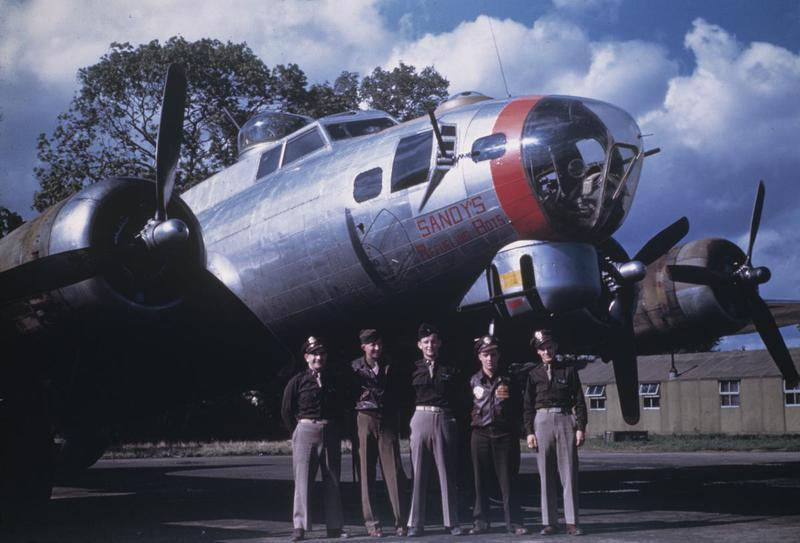 A bomber crew of the 95th Bomb Group with a B-17 Flying Fortress (serial number 42-97232 ) nicknamed