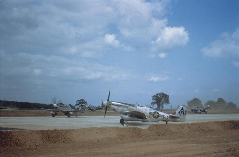 P-51 Mustangs, including (5E-B, serial number 44-13964) of the 364th Fighter Group marshalled at Honington. Image via Mark Brown, AFA. Written on slide casing: 'P-51 413964 5E-B, Marshalled, Honington.'