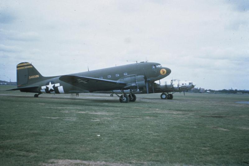 A C-47 Skytrain (serial number 43-8386) of the 27th Transport Group and a B-17 Flying Fortress (serial number 42-29780) nicknamed