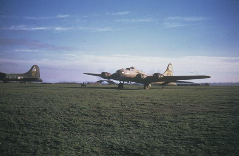 A B-17 Flying Fortress (serial number 42-37795) of the 388th Bomb Group. Image via Bernard Mason. Written on slide casing: 'Duxford, 237795 Radio Recall.'