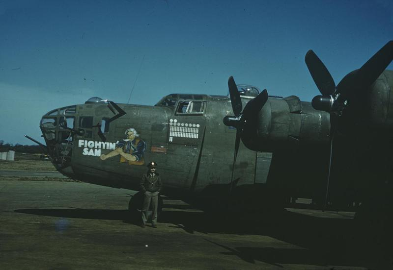An airman of the 389th Bomb Group with the nose art of the B-24D Liberator,  42-40506, named FIGHTIN SAM.