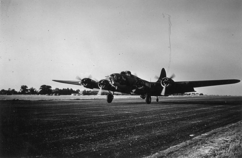 A B-17 Flying Fortress (serial number 41-9043) nicknamed