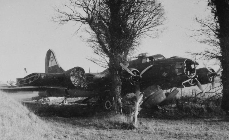 A crashed B-17 Flying Fortress of the 384th Bomb Group , Crashed at Coltishall, UK, 16 December 1943. 42-29733 SU-D, LOUISIANA PRUCHASE Battle damage, crash-landed (overshot) at RAF Coltishall due to battle damage. Two crewmembers were injured and the aircraft was a total loss. Handwritten caption on reverse: '798, CH. Crash, Cottishall, 12/43.'