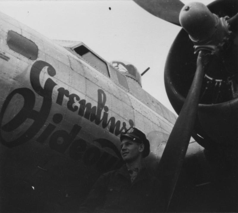 An airman of the 388th Bomb Group with a B-17 Flying Fortress nicknamed