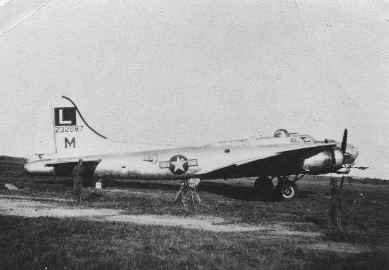 A 452nd Bomb Group B-17G Flying Fortress ('M', serial number 42-32087) was damaged on the 6th of August 1944 and landed at Resmo in Sweden. Handwritten caption on reverse: 'B-17G-35-BD. 42-32087. 452 B.G. Downed at Resmo, 6 August 1944, Sweden.'