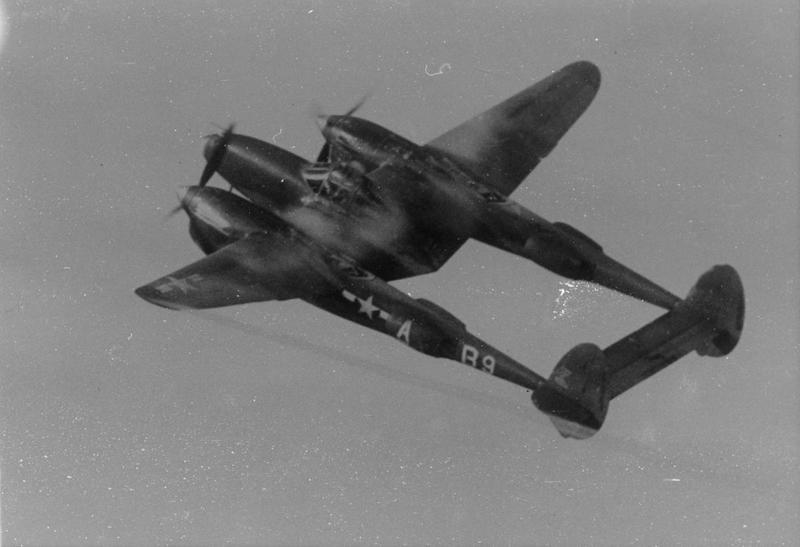 A P-38 Lightning (B9-A, serial number 42-67297) of the 496th Fighter Training Group in flight.