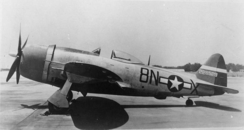 A P-47 Thunderbolt (8N-X, serial number 42-28929) of the 371st Fighter Group.