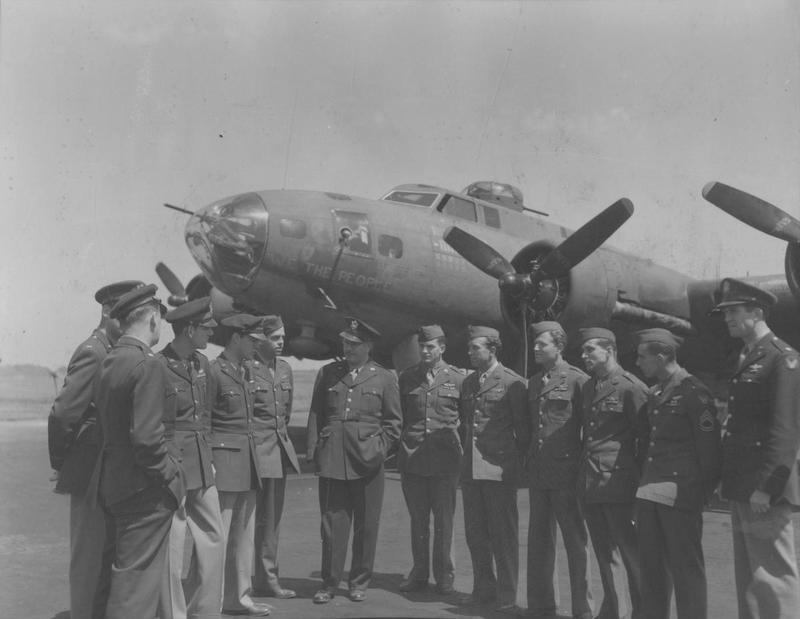 US Correspondent William Shirer (middle, with glasses) meets the 40-mission veteran 305th Bomb Group B-17 Flying Fortress nicknamed