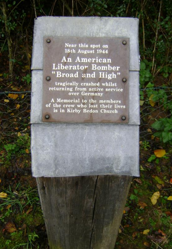 Memorial at the crash site of B24 42-50439, Broad+High in Kirby Bedon.