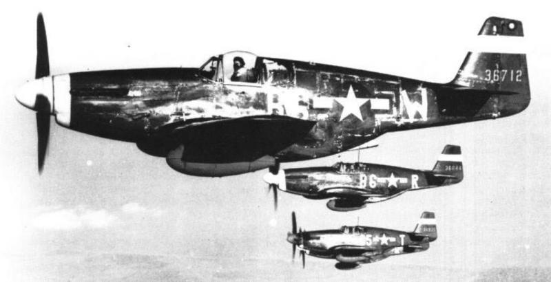 Nearest camera Lt Col Guernsey I Carlisle, 363rd Fighter Squadron, 357 Fighter Group in P-51B 43-6712 B6-W.  Also 43-6644 and 43-6935, fourth A/C obscured and unidentified.