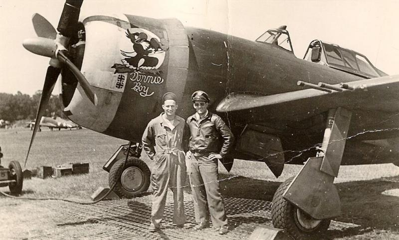 Assistant Crew Chief Dick Mansfield (left) and Captain Don Gentile with their P-47 'Donnie Boy'.