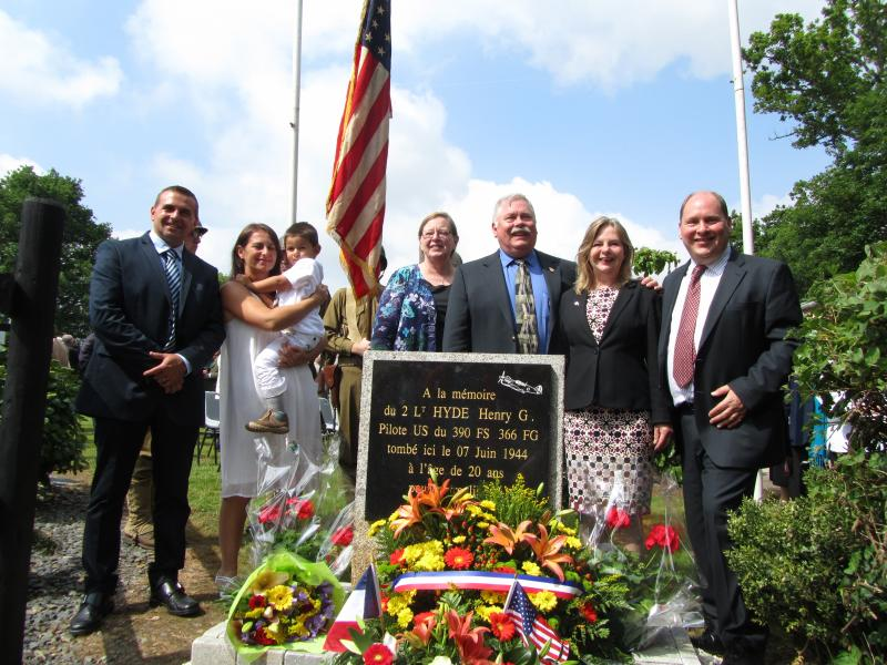 Dedication of the memorial to American pilot Hank Hyde, whose aircraft crashed at this site on 7 June 1944.  On the left, Mr and Mrs Demazier and their son, on the right, the nephews and niece of Hank Hyde -  Jim Walker, Stacey and David Bromhead.