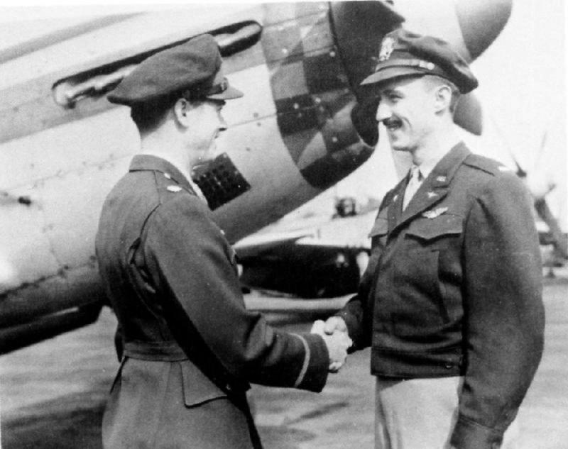 Lt. Luverne F Abendroth. 3rd Scouting Force, ex 486th Bomb Group. Flew 42 missions with 3SF but details of assigned a/c currently unknown. He is seen here being congratulated by Vince Masters.