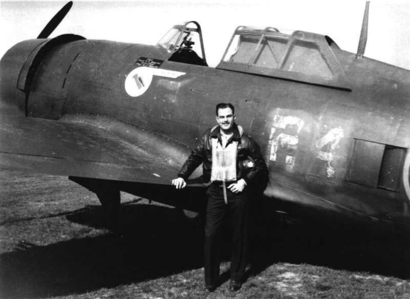 Capt Robert E Adamina [Oakland, CA]. 82nd Fighter Squadron. P-47C 41-6219