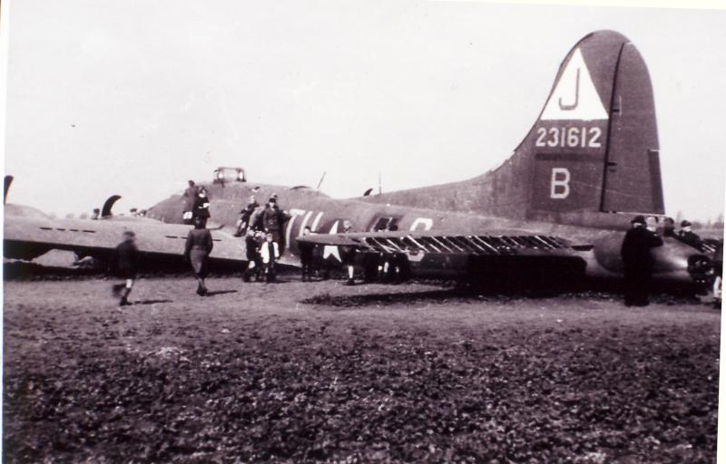 People gather around B-17 (TU-B/42-31612). The aircraft was shot down by flak on February 22nd 1944 on its way back from Aschersleben (Junkers Airplane Works) near