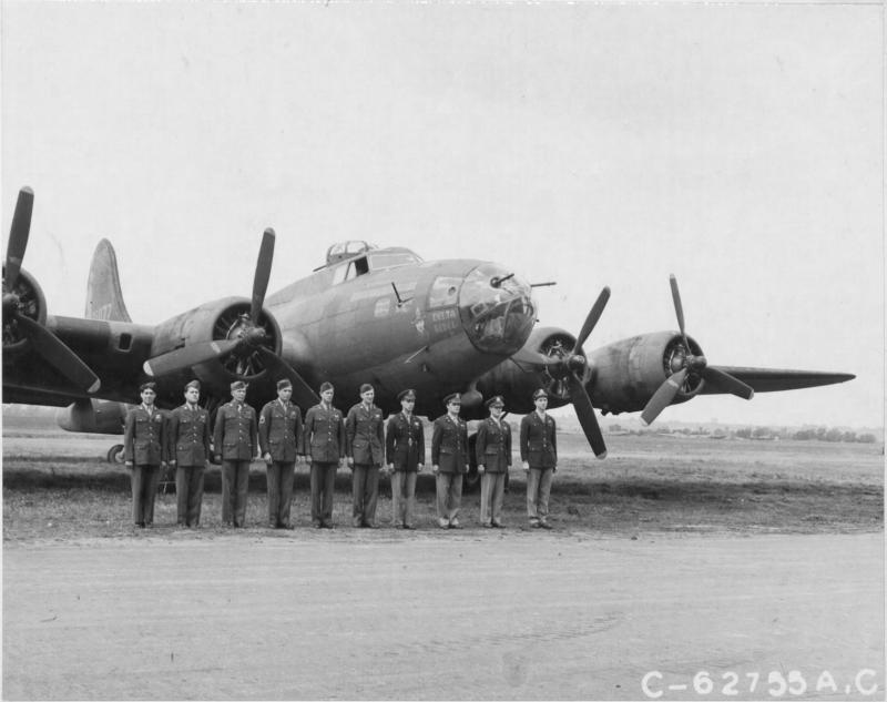 Capt George P Birdsong and crew of the 323rd Bomb Sqn, 91st Bomb Group, 8th Air Force, beside a Boeing B-17