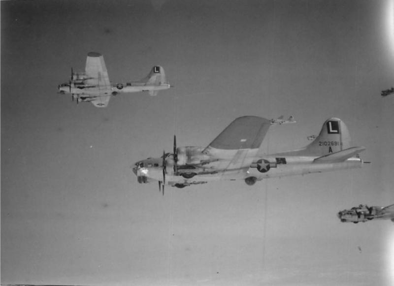 B-17 42-102691, 452nd BG, 728th BS, in formation.