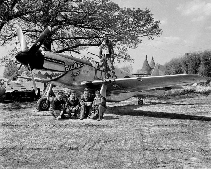 Capt. John Brown and ground crew of the 382nd FS with their P-51B 42-106647 C3-D