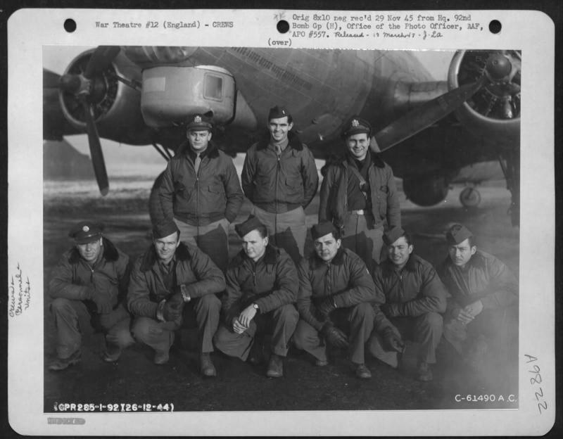 Lt Morrow and crew of the 92nd Bomb Group beside a Boeing B-17