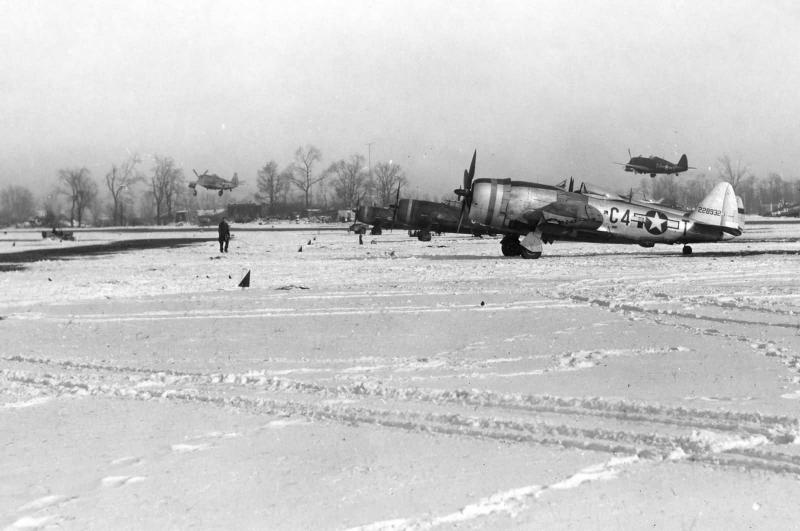 P-47D-28-RA #42-28932 Code: C4-T 365th Fighter Group - 388th Fighter Squadron - 9th AF Y-34 Metz, France