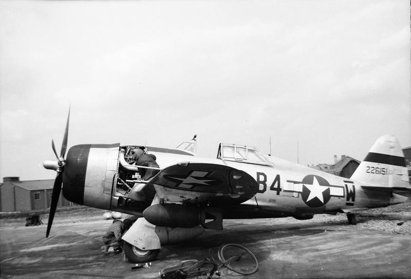 P-47D-22-RE #42-26151 Code: B4-W (bar) 365th Fighter Group - 387th Fighter Squadron - 9th AF