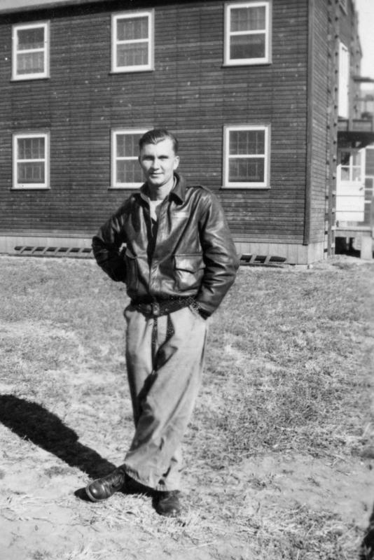 August 1943 - Operational Training, Wendover Field, UT Sgt Kenneth Dyer 448th BG, 712th BS, crew #17