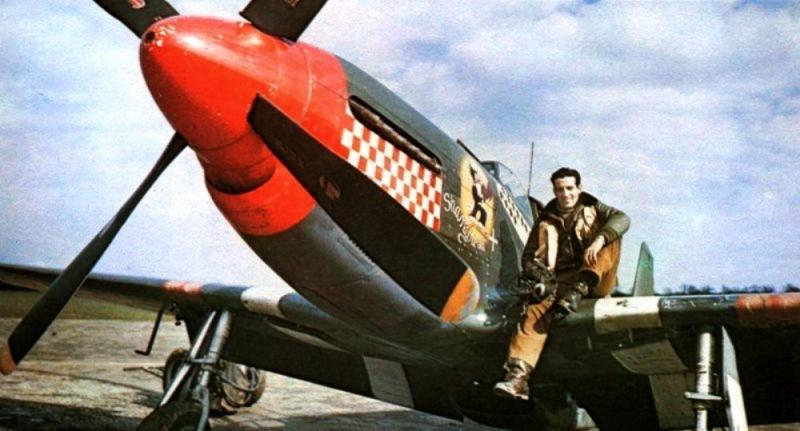 'Don' Gentile on the wing of his P-51B, 43-6913 VF-T 'Shangri-La'.