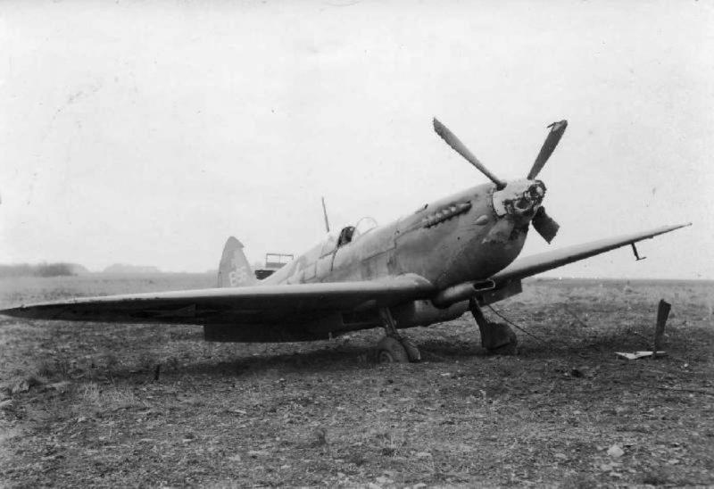 Mishap to a 14th Photo Squadron, 7th PR Group Spitfire at Kings Cliffe on 15 January 1945. Spitfire PRXI PL866 was apparently being piloted at the time by Lt. Irving L Rawlings.