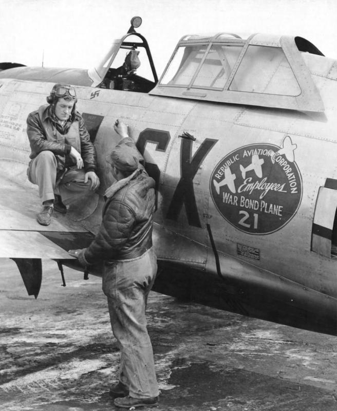 """Lt. Donald J Corrigan was the first assigned pilot to the second SX-I (a/c 42-25771) and called it """"Agony Wagon."""" 352nd FS, 353rd FG. The single kill marking indicates that it is his aircraft (2nd Lt Virgil Johnston had no kills) though the name has yet to be painted on the aircraft in this shot. The name of the ground crewman is unknown."""